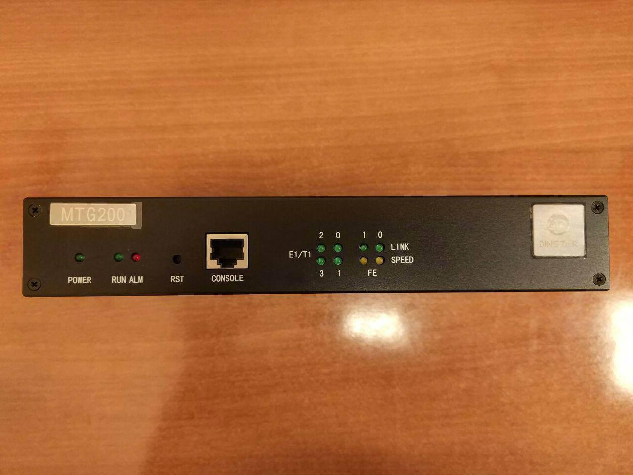 Фронтальная панель Dinstar MTG200
